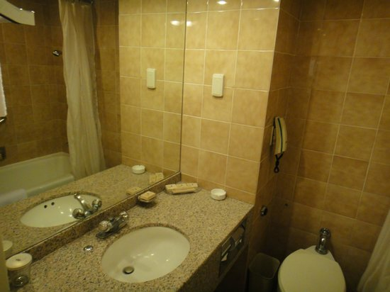 Jeju Sun Hotel & Casino: Bathroom