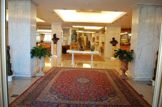 Enea Hotel: le hall d'entrée