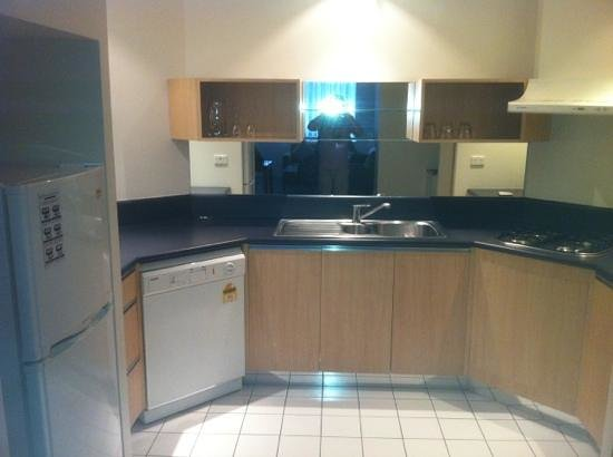 Park Regis Griffin Suites : fully equipped kitchen