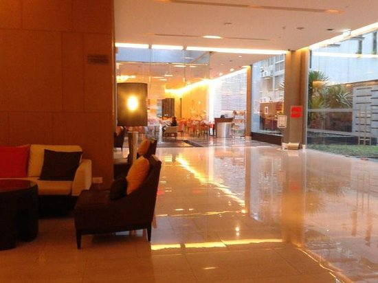 Four Points By Sheraton Bangkok, Sukhumvit 15: Lobby ... go straight to reach the dining area