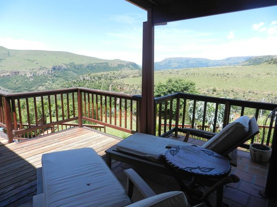 Acra Retreat - Mountain View Lodge - Waterval Boven : Veranda (Ausgang vom African Room)