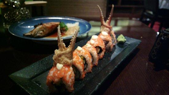 ماكاتي شانجريلا هوتل مانيلا: Crab leg maki 