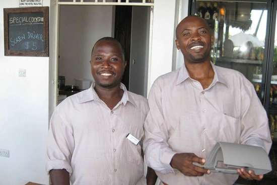 Azanzi Beach Hotel: Bar guys
