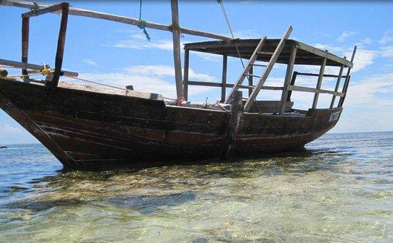 Azanzi Beach Hotel: The famous Azanzi boat