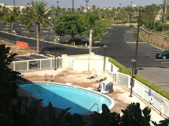 Hampton Inn & Suites Moreno Valley: Pool & Whirlpool
