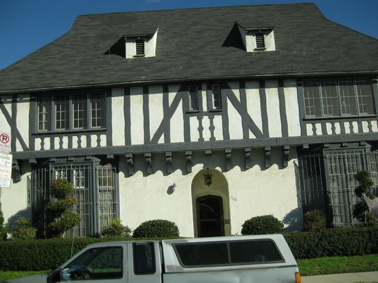Dearly Departed Tours: Rebecca Schaeffer's apartment