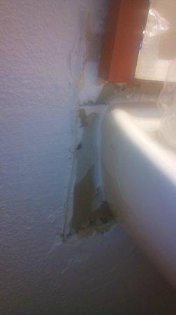 Hotel balladins Bourg-en-Bresse/Viriat: le mur tout arraché
