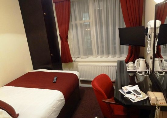 Mabledon Court Hotel: Room - 'longways'