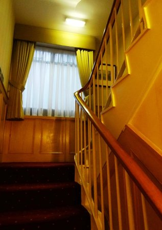 Mabledon Court Hotel: Stairs