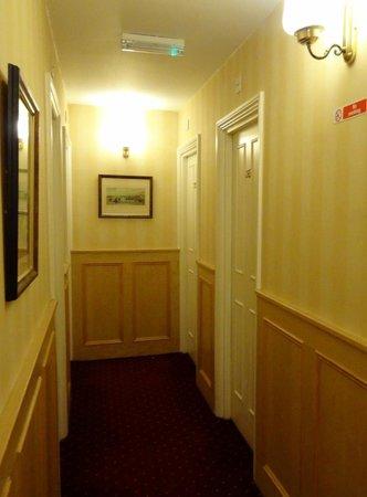 Mabledon Court Hotel: Hallways