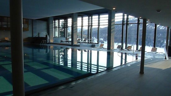 Kulm Hotel St. Moritz: Beautiful pool with view