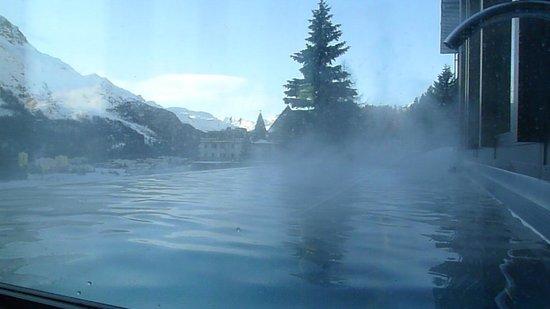 Kulm Hotel St. Moritz: Morning Jacuzzi