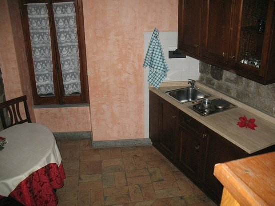 Relais Paradosso: our kitchen - very well equipped(plates, dishes, glasses, fridge, stove...)