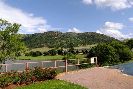 Kloofzicht Lodge & Spa: The main pool area with wonderful view