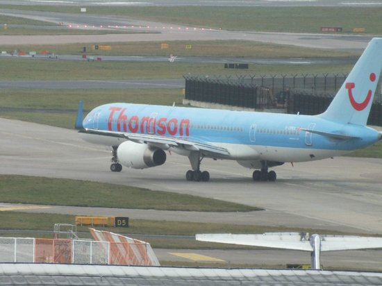 Radisson Blu Hotel, Manchester Airport: Thomson plane taxiing.Viewed from room