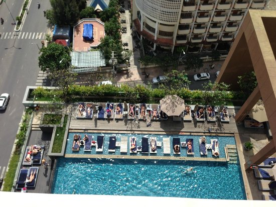 Sheraton Nha Trang Hotel and Spa : Swimming pool in day