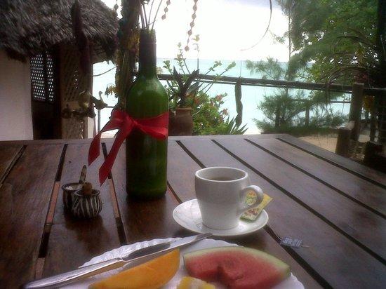 Sazani Beach Lodge: At breakfast