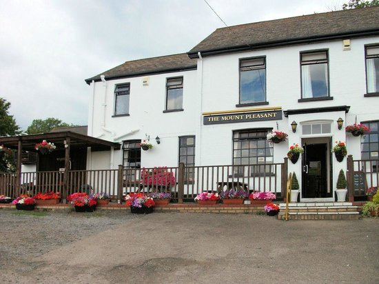 Mount Pleasant Inn: The Mount in Old Cwmbran