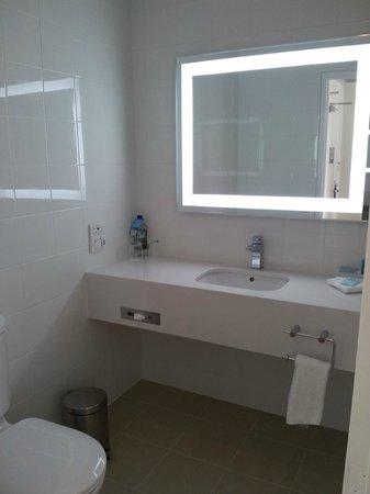 Novotel Glen Waverley: Bathroom