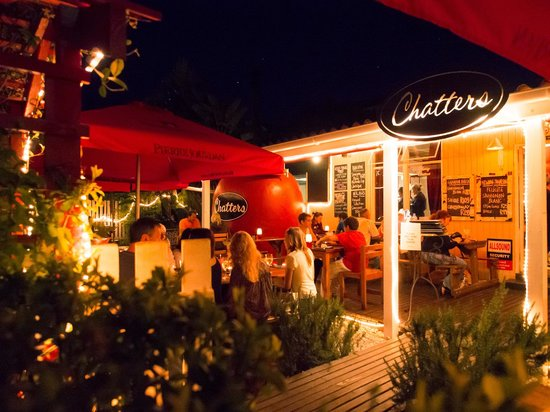 Chatters Bistro: chatters by night