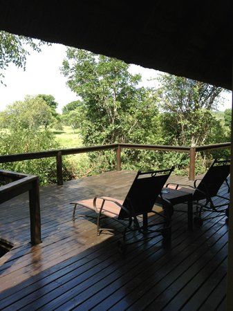 Elephant Plains Game Lodge : Room deck