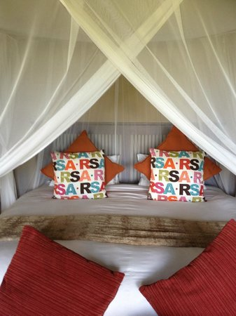 Elephant Plains Game Lodge: bed