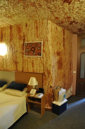 Desert Cave Hotel: Underground Room off the parking lot
