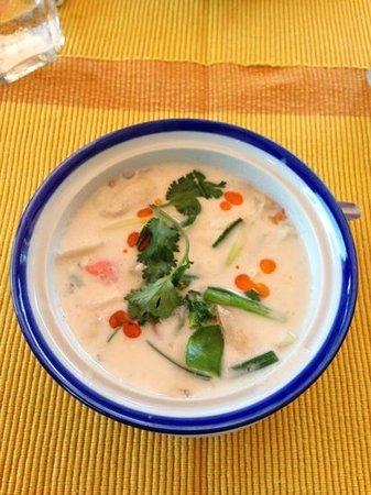 Phuket Thai Cookery School: our first dish...