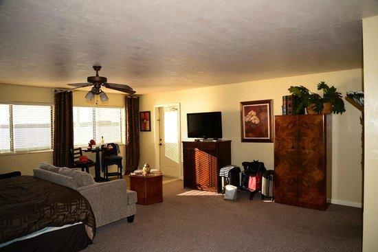 Cedar Key Harbour Master Suites: Our room...