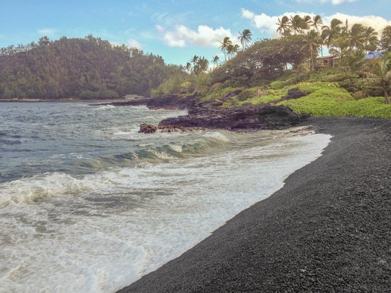 Hana Kai Maui: Black Sand Beach below the Hana Kai