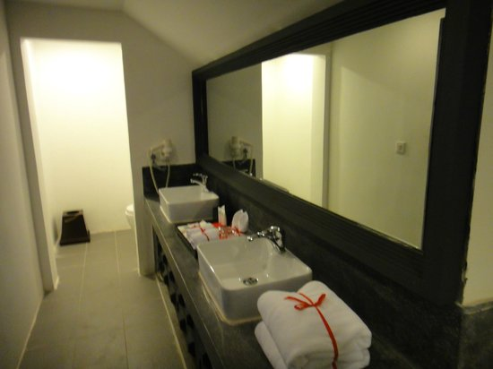 Memoire d' Angkor Boutique Hotel: Bathroom of the second room