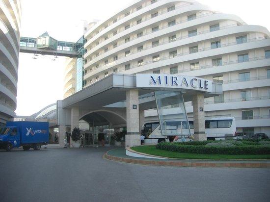 Miracle Resort Hotel: Vooraanzicht hotel Miracle Antalya (Kundu)