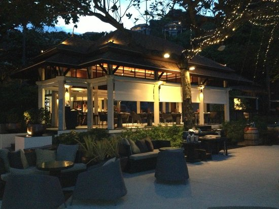 Banyan Tree Samui: View of Sands restaurant at dusk
