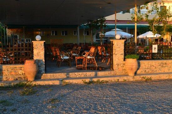 Yota Beach Hotel: Вход в ресторан