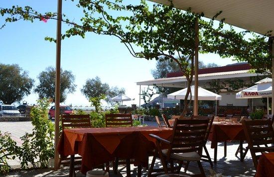 Yota Beach Hotel: Веранда для завтрака
