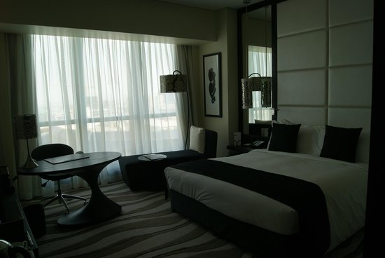 Sofitel Abu Dhabi Corniche: Dormitorio