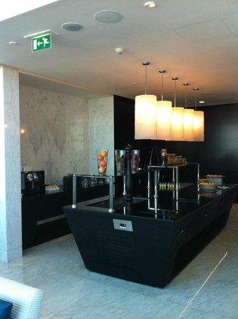 Sofitel Abu Dhabi Corniche: Club Millesime Lounge