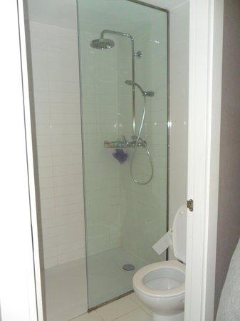 Praktik Garden: Shower & toilets room 212