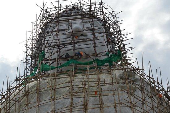 Μεγάλος Βούδας του Πουκέτ: Renovering af statuen.