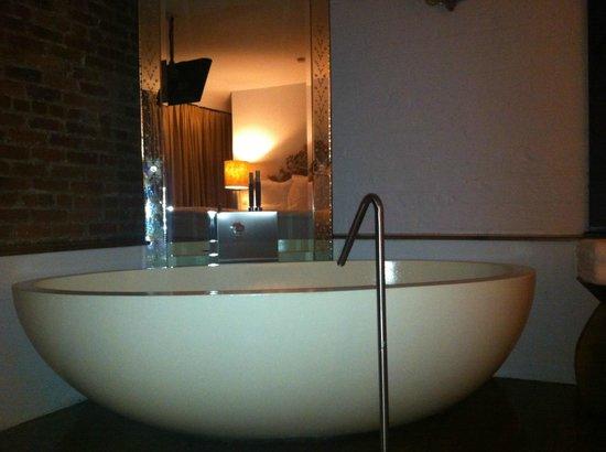 Soho House New York: runde Badewanne im Zimmer integriert