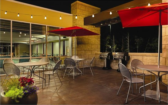 Home2 Suites by Hilton Charlotte I-77 South: Outdoor Grills and Patio