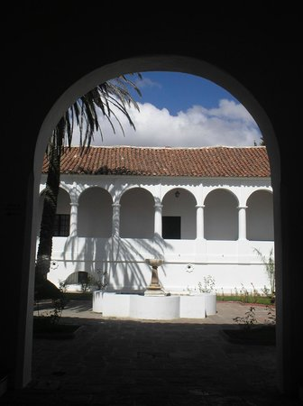 Museo Charcas (University Museum Colonial & Anthropological): ingresso e corte interna
