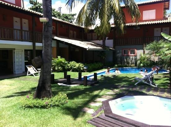 Hotel Pousada Tatuapara: Área interna do hotel e piscina.