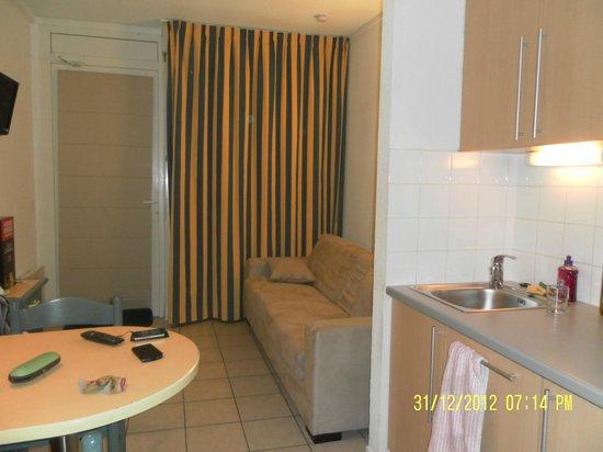 Residence Mer & Golf Eugenie: notre salon et couchage
