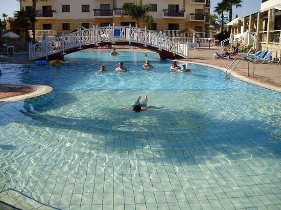 Anastasia Beach Hotel: Great pool with disabled access to poolside