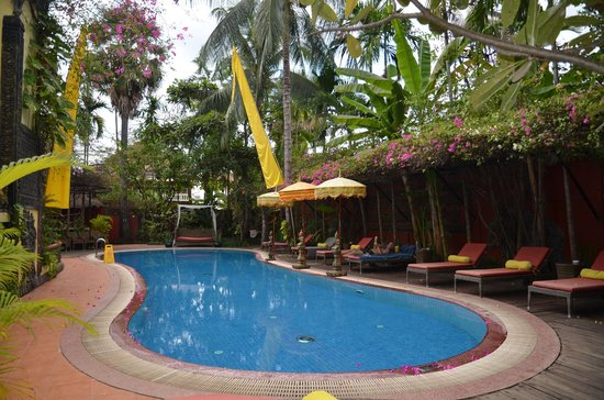 Bopha Siem Reap Boutique Hotel: Pleasant swimming pool. Toilets by the pool are poorly maintained.