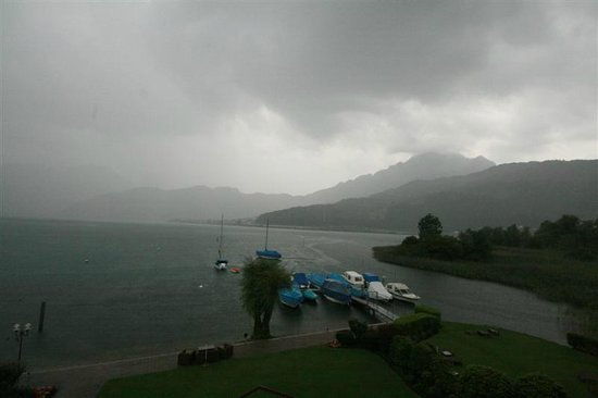 Seehotel Sternen Horw: Rain on the Lake