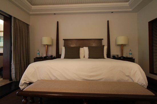 The Leela Goa: room bed lagoon suite