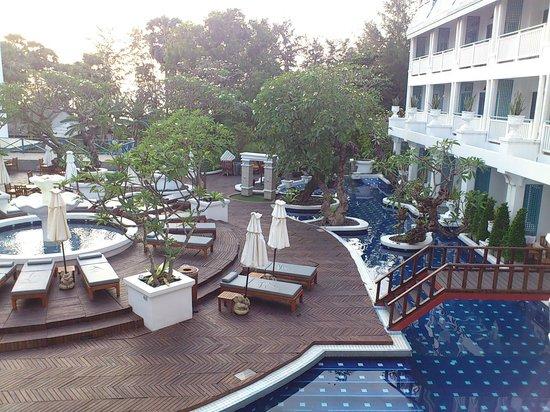 Andaman Seaview Hotel: Utsikt från rummet med havet i bakgrunden