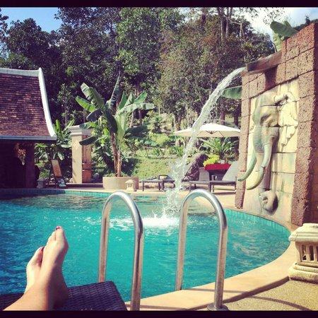 Shangri Lao: the pool